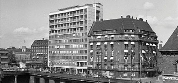 Banegårdspladsen_1970_600